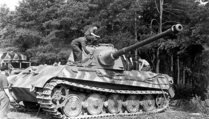 King Tiger torre Henschel con zimmerit del Pz. Abt. 505. Takom. 1:35 Bundesarchiv_Frankreich_Panzer_VI_Tiger_II_Koenigstiger4_zpspprznaun