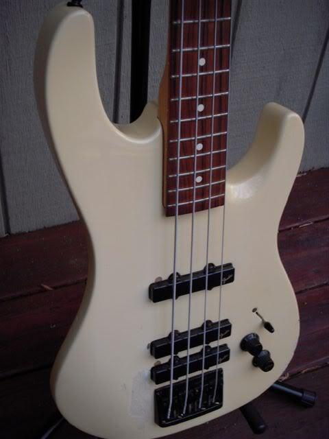 Fender Raro HM bass Hmfrontleft