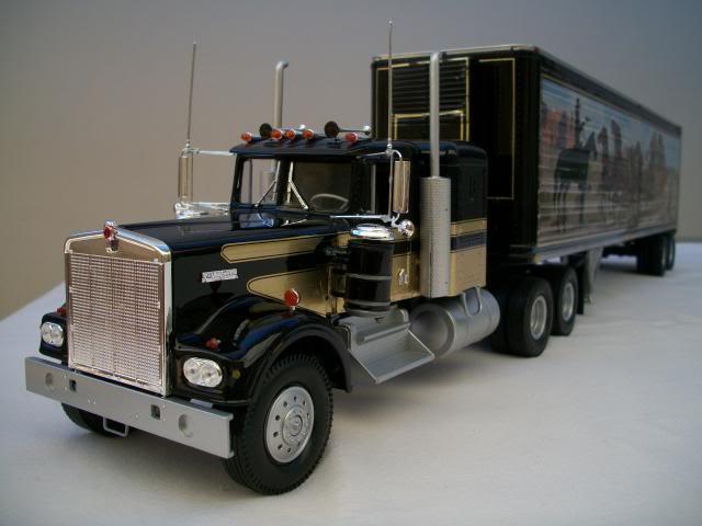"Kenworth W-900 ""Smokey and the Bandit"" 100_2821"