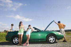 SOCIEDAD Familia-mojinete-coche-averia--bcp038-03