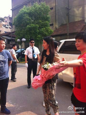 06/05/2012 หลิวอี้เฟยเยี่ยมชมสำนักงานของ Z'dorzi (อู่ฮั่น) 53856e83jw1dsoq5h2fsvj