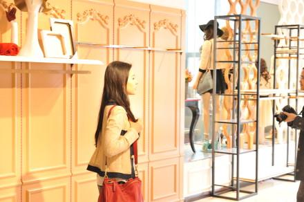 [20/03/12] หลิวอี้เฟย เยี่ยมชมร้าน Z'dorzi 1af5b39fcjw1e3foe78z15j1_zps5ed2a209