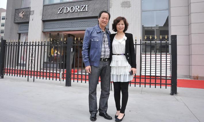 [20/03/12] หลิวอี้เฟย เยี่ยมชมร้าน Z'dorzi Bba1cd11728b4710f9b24f76c3cec3fdfd0323ee