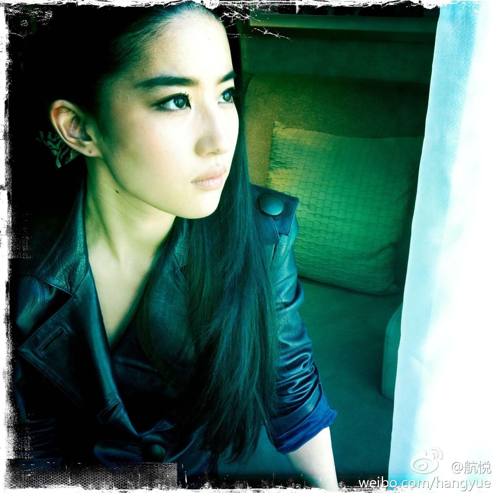 รวมภาพถ่ายจาก Blog และ Sina weibo Hang Yue  4a6856e2jw1dnao5vzq3nj