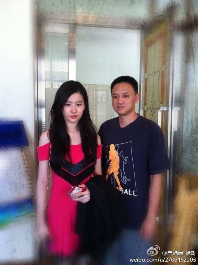 ภาพถ่ายกับแฟนคลับและคนทั่วไป - Page 3 A1515597jw1dug4hqpg27j