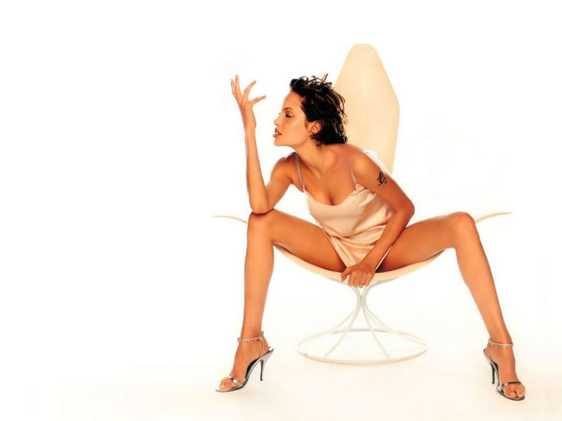 Angelina Jolie - Page 2 Angelina_jolie