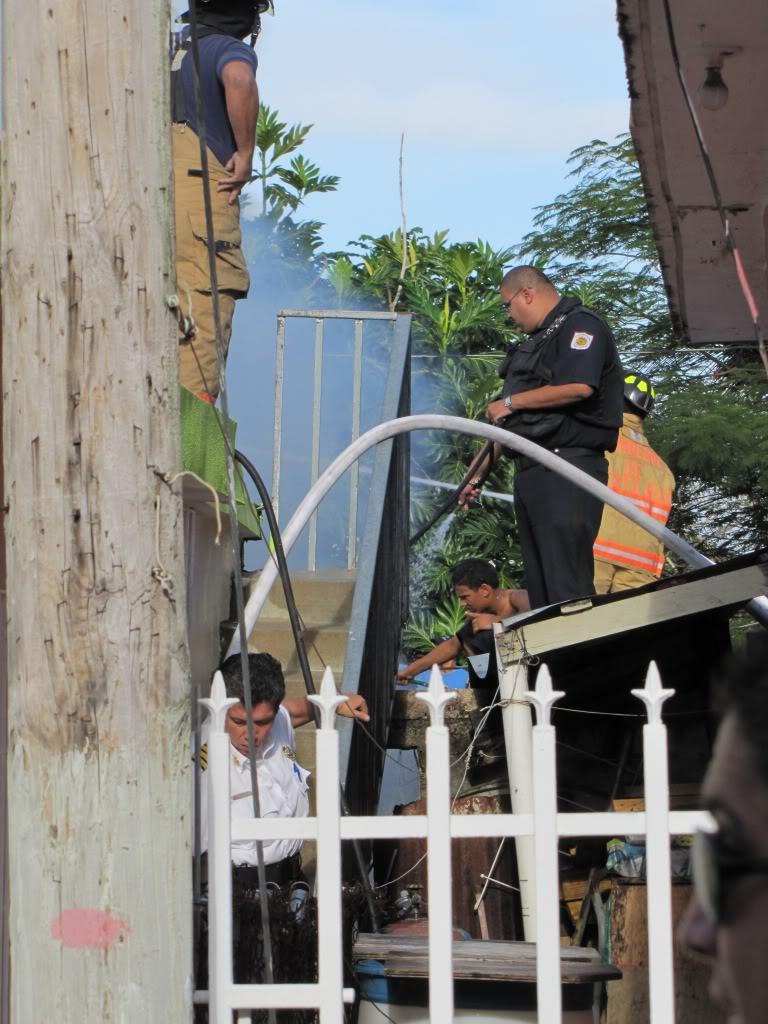 Fuego destruye al menos dos residencia en San Lorenzo y afecta a otras por el humo. IMG_7365