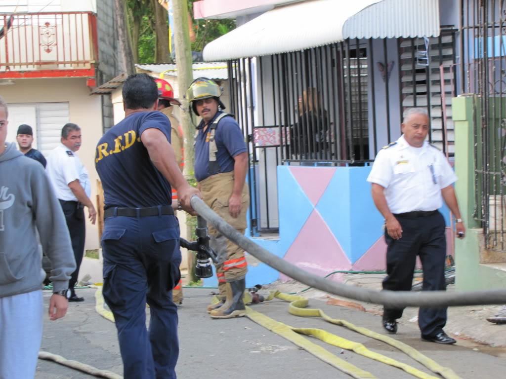 Fuego destruye al menos dos residencia en San Lorenzo y afecta a otras por el humo. IMG_7376