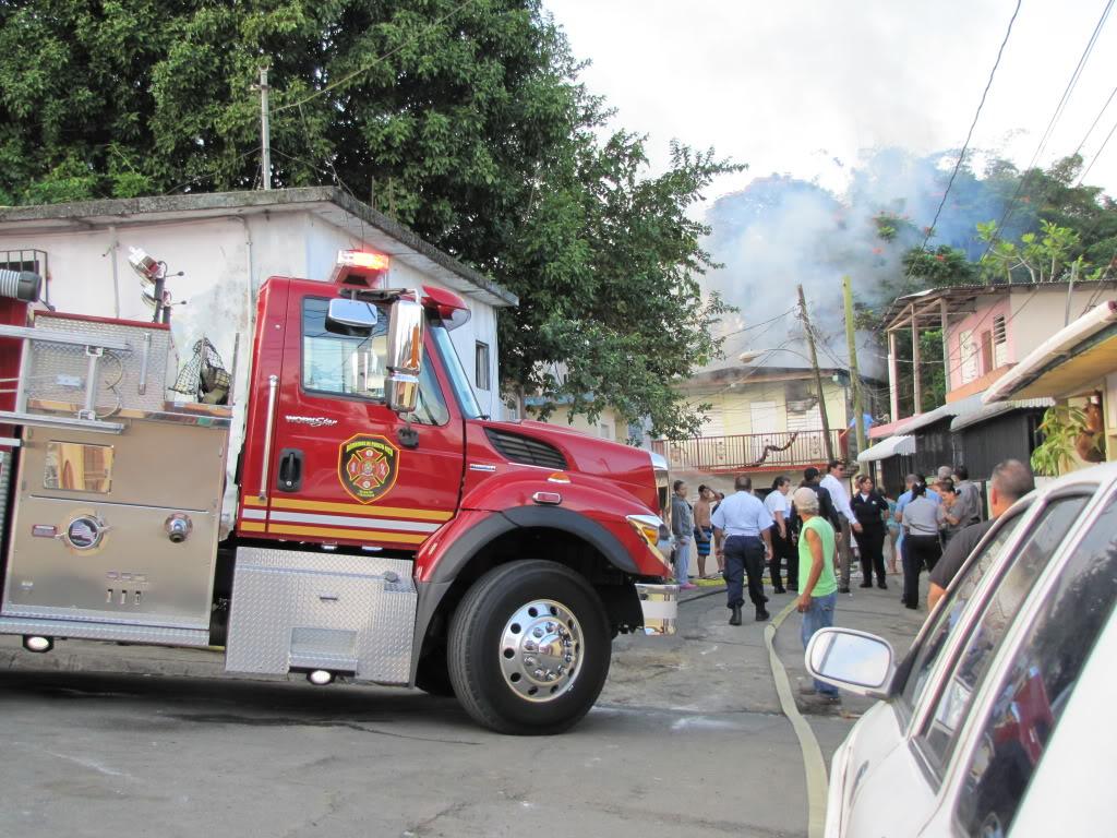 Fuego destruye al menos dos residencia en San Lorenzo y afecta a otras por el humo. IMG_7379