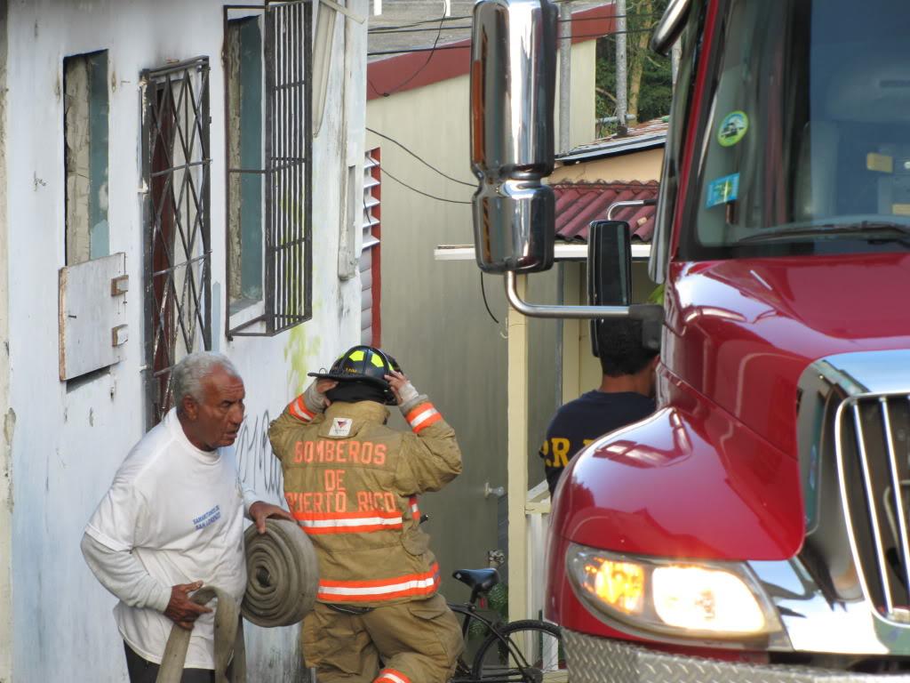 Fuego destruye al menos dos residencia en San Lorenzo y afecta a otras por el humo. IMG_7380