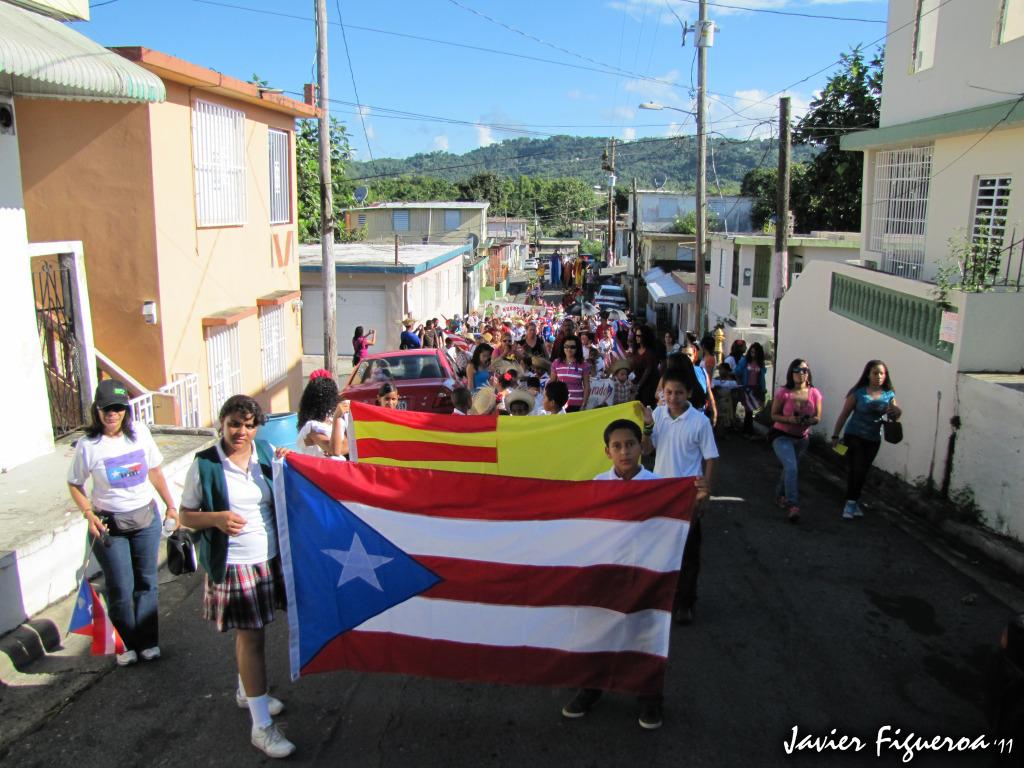 Estudiantes celebran Semana de la Puertorriqueñidad ParadaIMG_0615