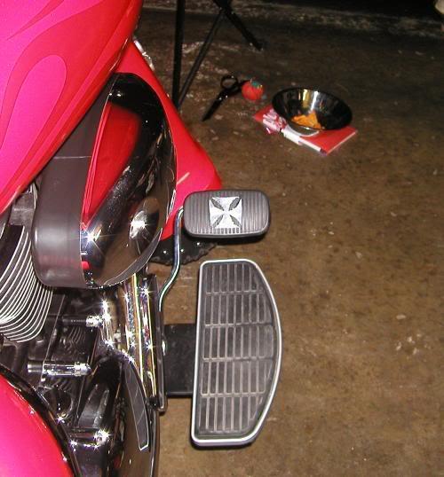 * Mistress K's adventure in modifying a Suzuki Intruder C50 / C800 * 148