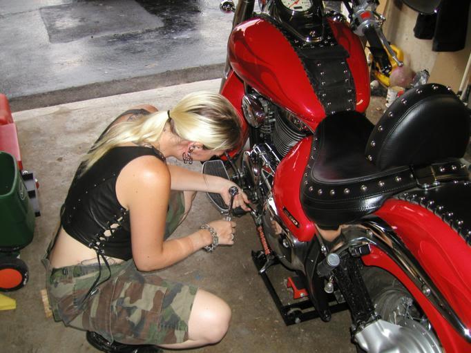 * Mistress K's adventure in modifying a Suzuki Intruder C50 / C800 * 78