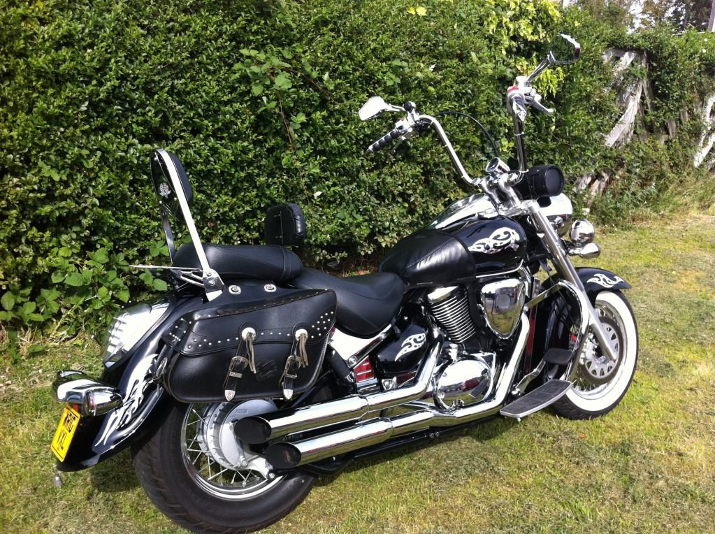 Couple of pics of my .......... 2010 Suzuki Intruder C800 Cruiser IMG_0810