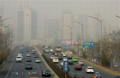 Análisis de los daños del smog, del uso de vehículos y la problemática con las energías alternativas. China-polucion