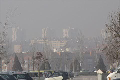 Análisis de los daños del smog, del uso de vehículos y la problemática con las energías alternativas. Contaminacion_madrid