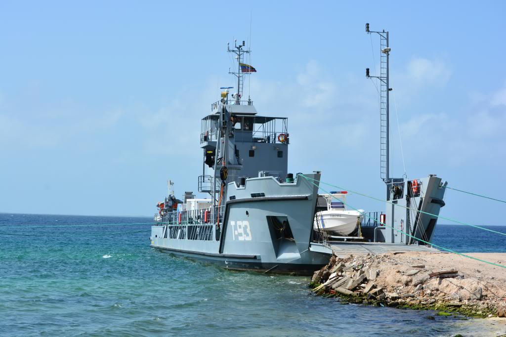 Escuadrón de buques anfibios y servicios NikonD71001708_zps59048ce4