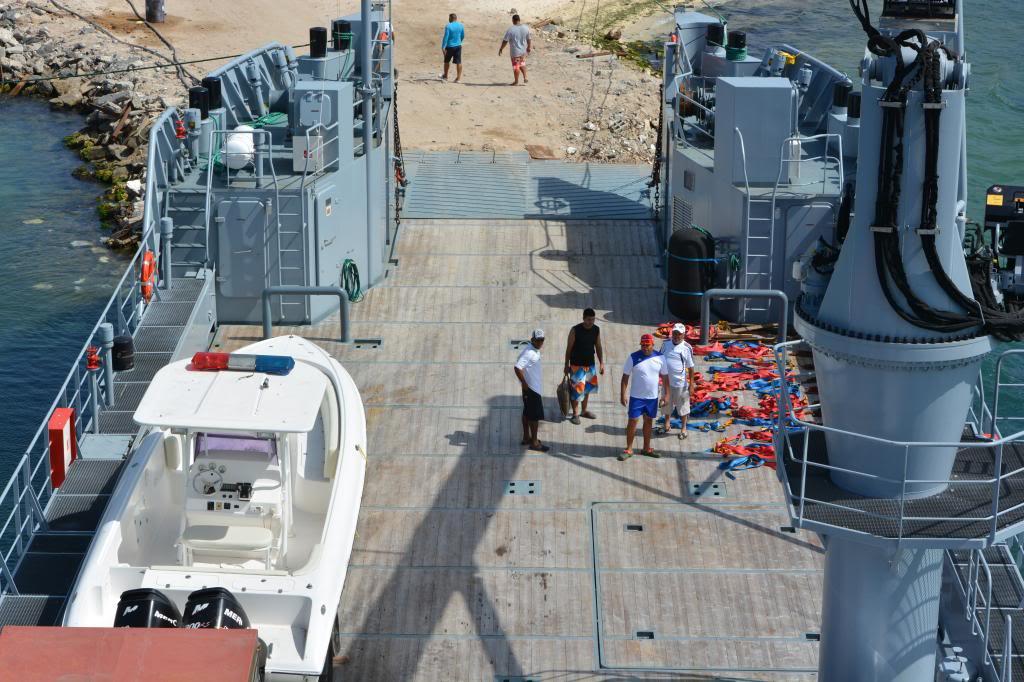 Escuadrón de buques anfibios y servicios NikonD71001730_zpsb95c4878