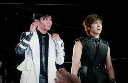 "FANCAMS ""Music Bank KPop Festival"" en Hong Kong - TVXQ (23/06/2012) 2-1-1"