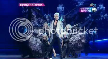 "PROGRAMA ""JTBC Channel"" - Junsu en los ""The Musical Awars"" (11/06/2012) Htyhtyh-1"