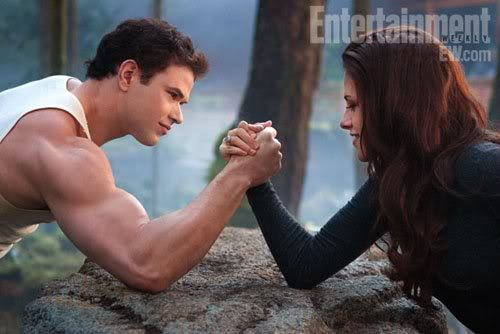 Brėkštanti aušra. 2 dalis / The Twilight Saga: Breaking Dawn - Part 2 Breaking-dawn-part-2-bella-vampire