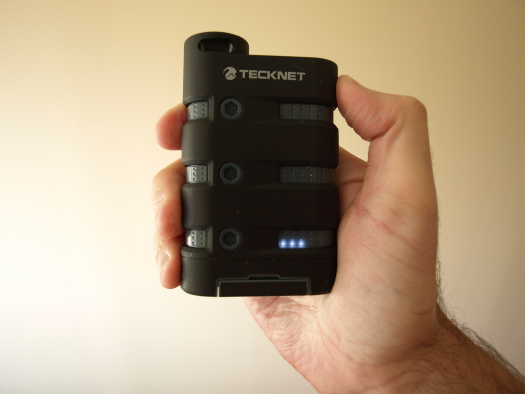 Mi móvil actual Samsung Xcover B2710 + tecknet powerbank 900 P1010702_zpssj4endgo