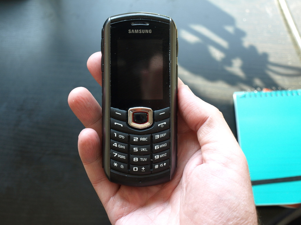 Mi móvil actual Samsung Xcover B2710 + tecknet powerbank 900 P1010707_zpsqupeobaa