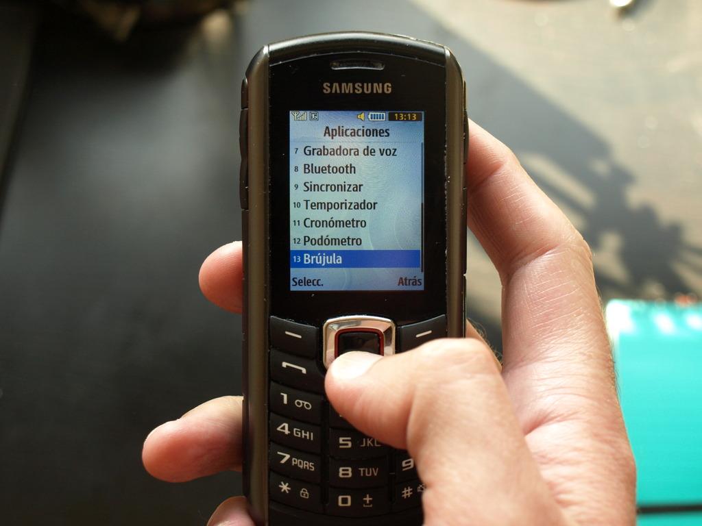 Mi móvil actual Samsung Xcover B2710 + tecknet powerbank 900 P1010713_zpss8hptx9w