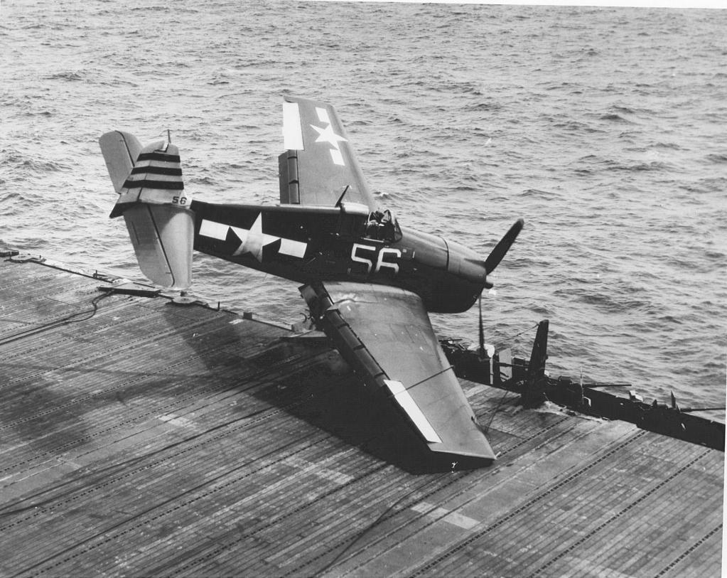 "F 6 -F5 Hellcat ""USS Randolph"" 1/35 Hasegawa F6F-5HellcataircraftfromVF-12VBF-12isheadingtowardditchingportsideofthedeckofUSSRandolphCV-15_zps6c1a3e3e"