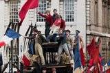 Los Miserables (2012) Th_foto-los-miserables-2012-11-583-600x399_zpsea391f0f