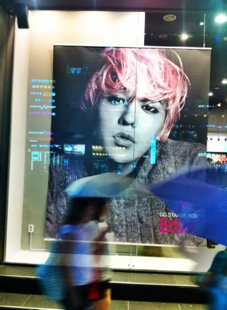 {120820} G-Dragon BSX Wallpaper + Store Display Gdragon-bsx-myeongdong-120820-3