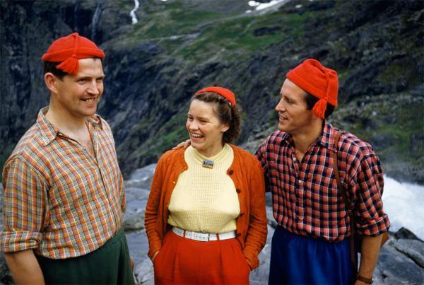 Esa revista de las camisas rojas RZNII1L7-QYJ5-8CS108SE012R_zps7462e204