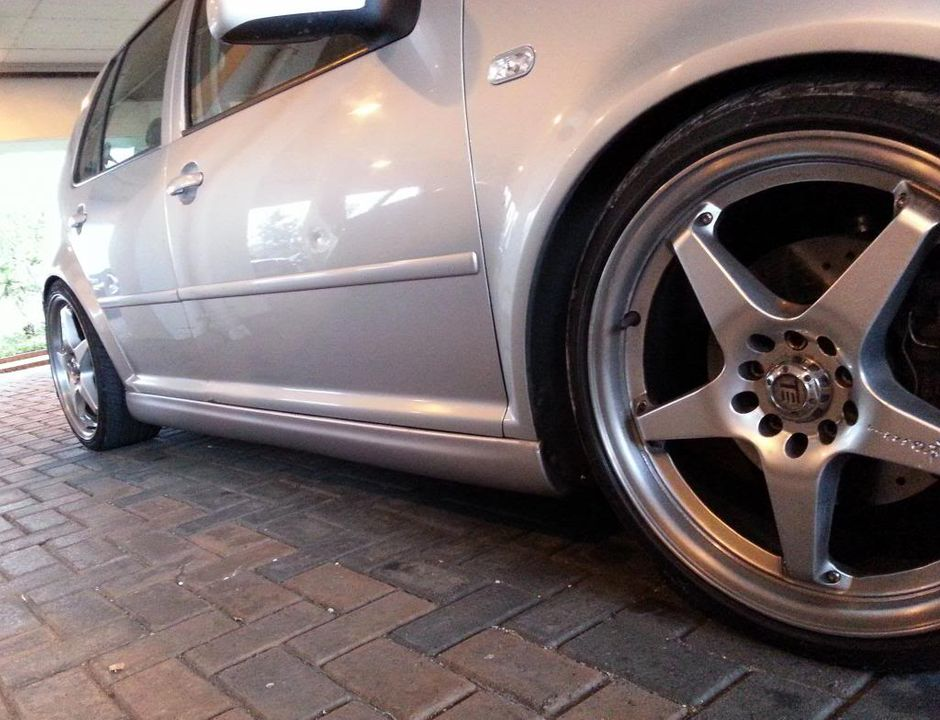 Side Skirts Are On 2_zpsf1d0228c