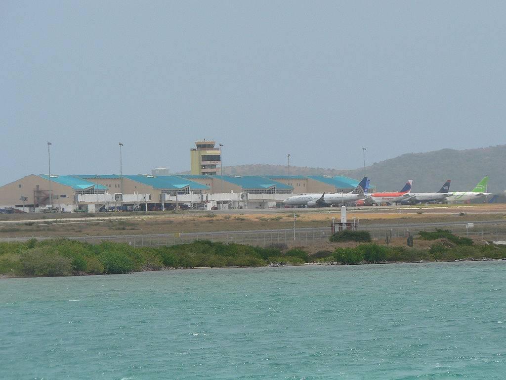 Fly Tur Caribbean MPTO X TNCA 1024px-Queen_Beatrix_Airport_zps85fe36ee