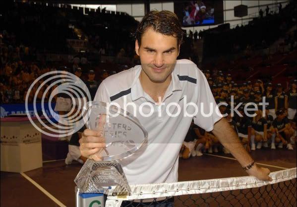 Con trofeos - Página 3 Madrid061022trophywpose01