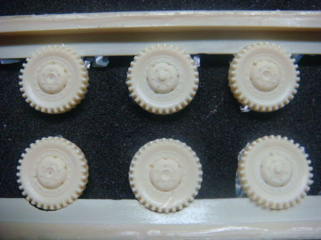 1/72 snow tires for the M3A1 and the M8/M20 Armored Cars M8wheel-1