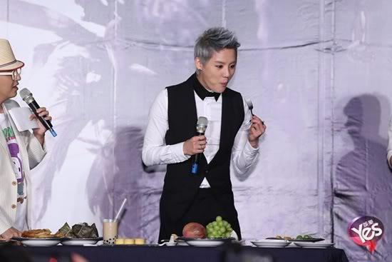 "Junsu de JYJ: ""Su espiritu desafiando la comida es tan fuerte como su pasión por la música"" (23/07/2012) 475fe05dce1649c2be578b353dcbb049-1"