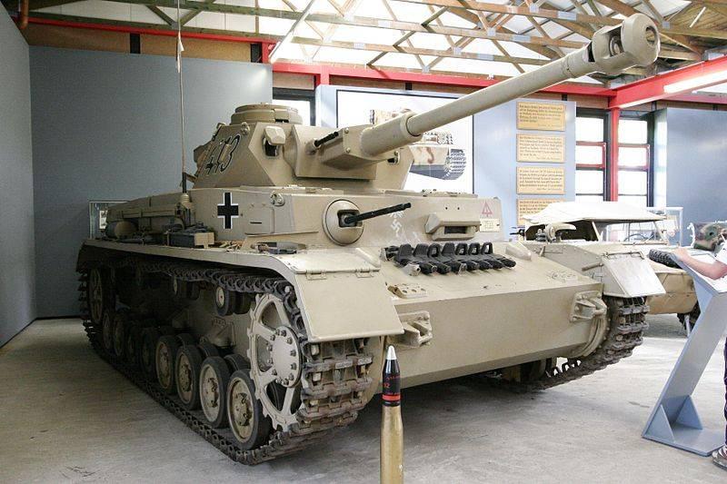 SLU Installation in a Panzer IV F2 ???????? 800px-SdKfz161-1-1