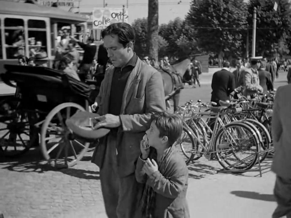 Ladri di Biciclette (1948) Vittorio De Sica BicycleThieves.09