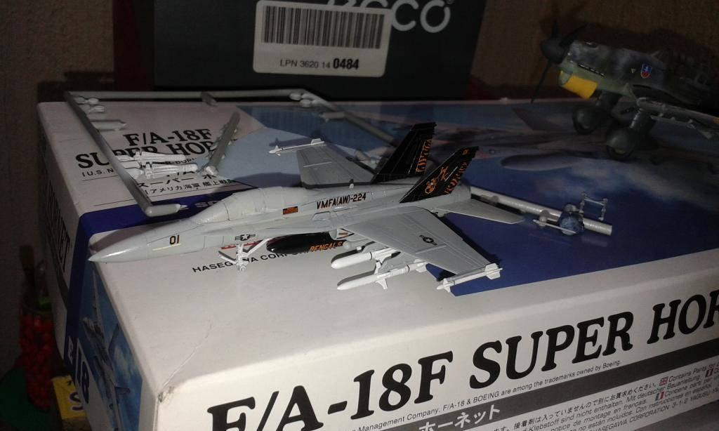 "F /A 18D  MARINES ESCUADRON ""BENGALS""  REVELL  GERMANY 1/144 20140920_065130_zpsbc21e434"