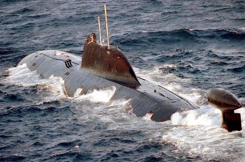 Submarino nuclear Ruso Clase «Akula»    800px-Akula_class_submarine_zpsb602d759