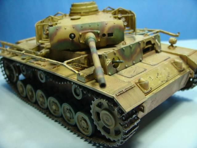 PANZERKAMPFWAGEN III Ausf. M (Sd.Kfz.141) Dragon DSC07373