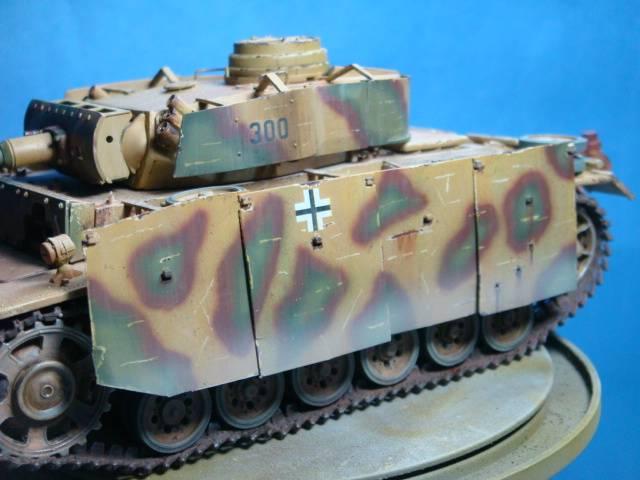 PANZERKAMPFWAGEN III Ausf. M (Sd.Kfz.141) Dragon DSC07397-1