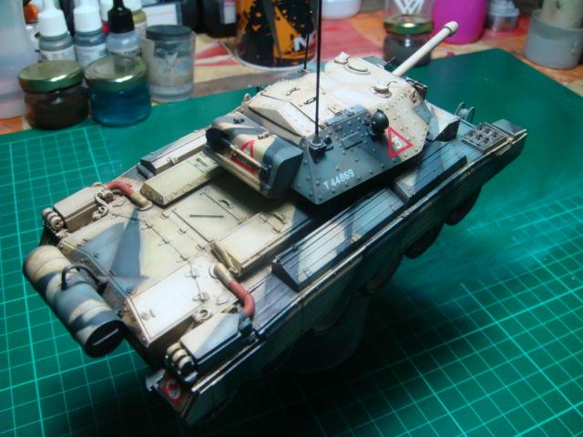 A15 Crusader Mk III  Italeri 1/35... - Página 4 DSC07815