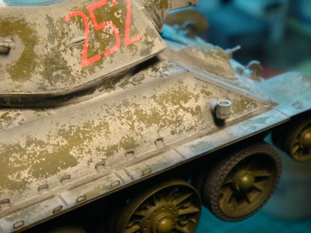 T-34/76 .. Mod 1942 dragon  1/35 DSC09586_zps8328ee7a