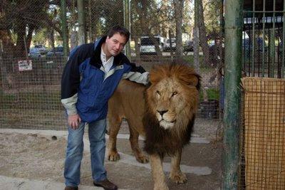 Comparação de  tamanho entre  animais  e   Seres humanos Zoologico-peligroso-19