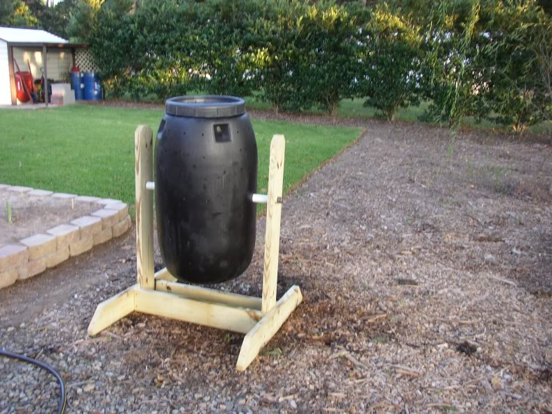 My new compost tumbler P1010003_01-1