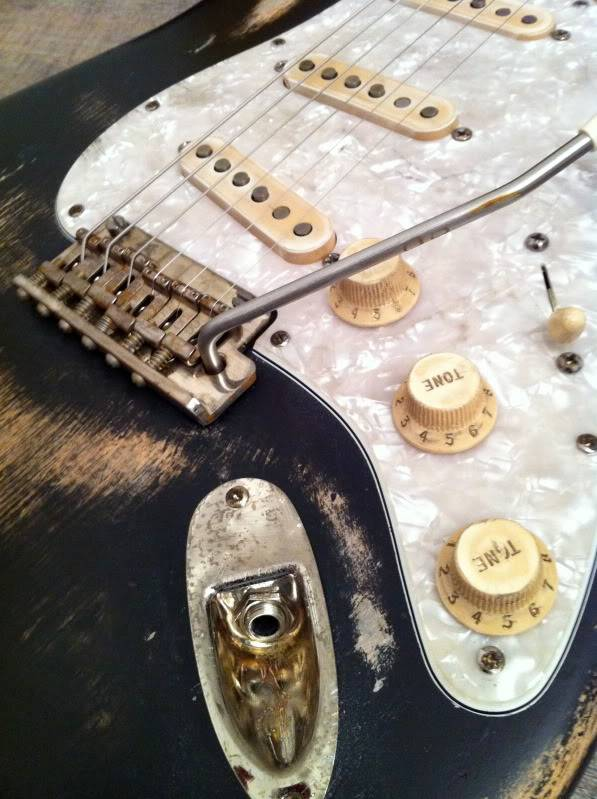 Relicage Strat American Deluxe - Page 3 IMG_0230