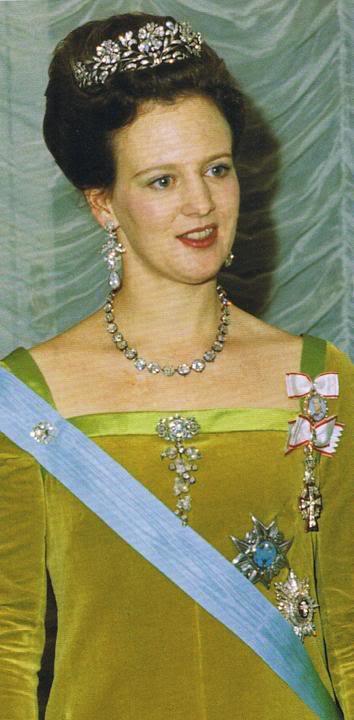 Casas real de Dinamarca. - Página 2 Flowertiara