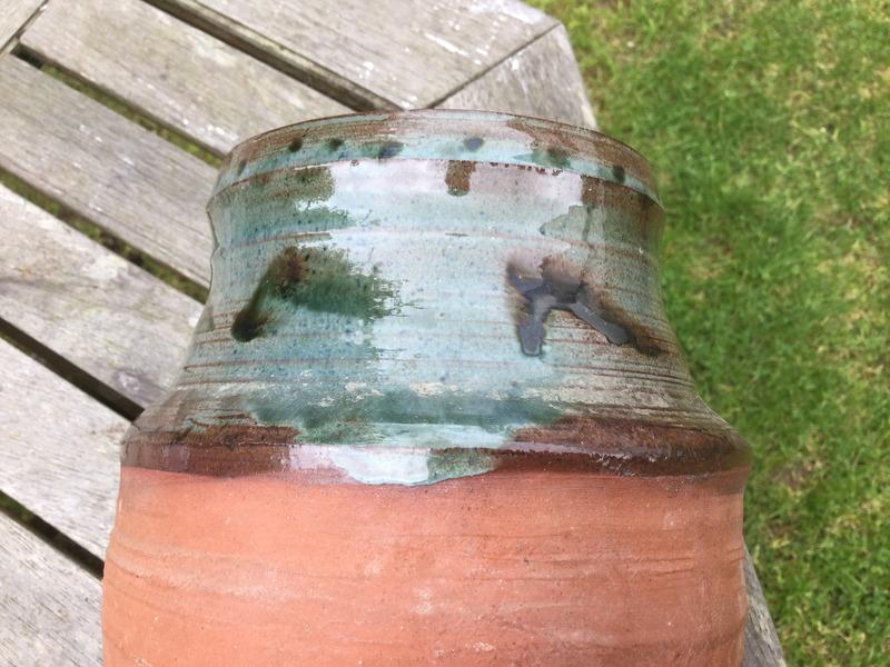Vase with impressed 'H' or castle/gatehouse - Caroline Smith?  IMG_1255